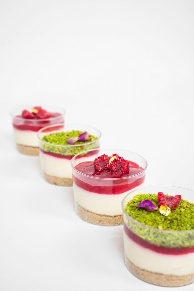 Mini raspberry and pistachio cakes
